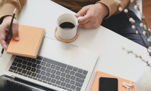 De voor -en nadelen van koffiedrinken op je werk