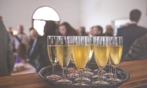 Kies je voor cava of champagne bij het vieren van je zakelijk succes?