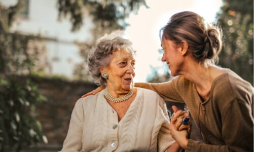 Hoe kun je het beste bijscholen als je in de ouderenzorg werkt?